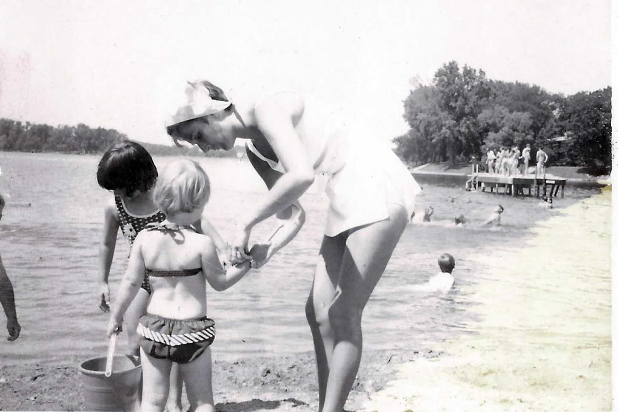 Jill Kelly Kristen Cedar Lake Jul 1969